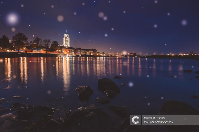 Langs de oevers van de IJssel - Deventer, een heerlijk plaatje om 's avond vast te leggen. Beetje spelen met lange sluitertijden langs de randen