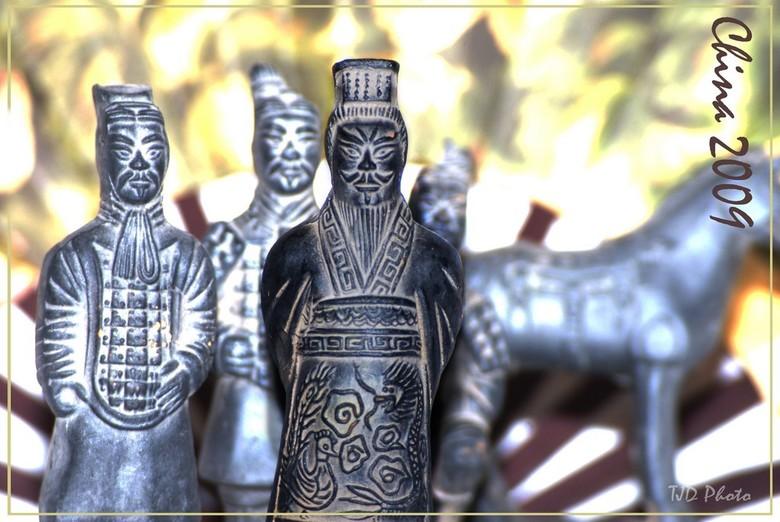 Terracotta leger - Na een reis naar China heb ik deze beeldjes mee terug genomen en ben ik eens wat gaan experinemteren met deze vorm van foto's.