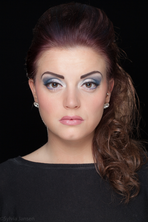 dochter in de visagie - Dochterlief oefent met de make-up; moeders oefent met de flitsers!
