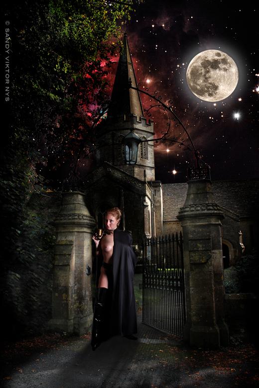 De kelk 2 - Achtergrond: Kerk van Aldheim Doultry, UK, Model : Linda