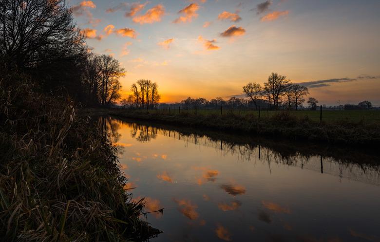 Foto's gemaakt in het Paradijsbos te Barneveld bij de mooie zonsopkomst vanmorgen vrijdag 29/12.