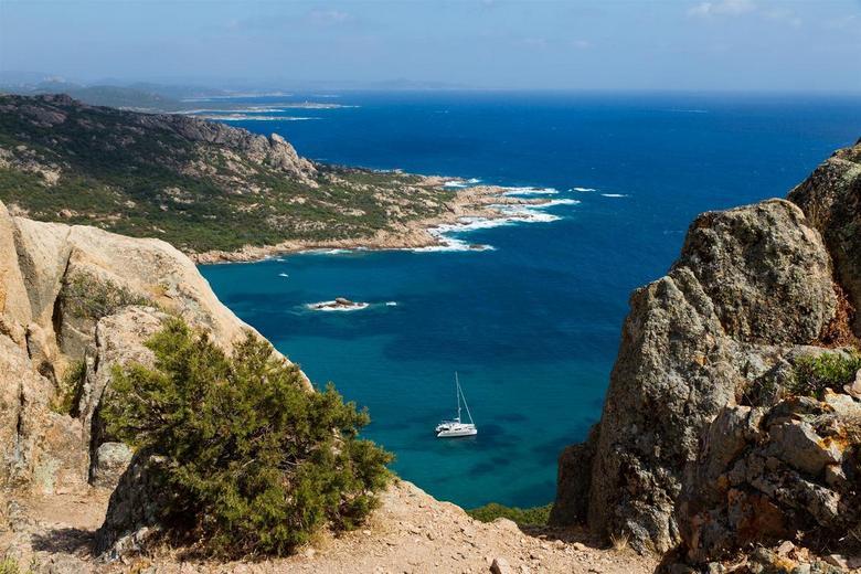 """I see you... - Het beloofde doorkijkje van de catamaran <img  src=""""/images/smileys/wilt.png""""/> In de baai van Roccapina, Corsica."""