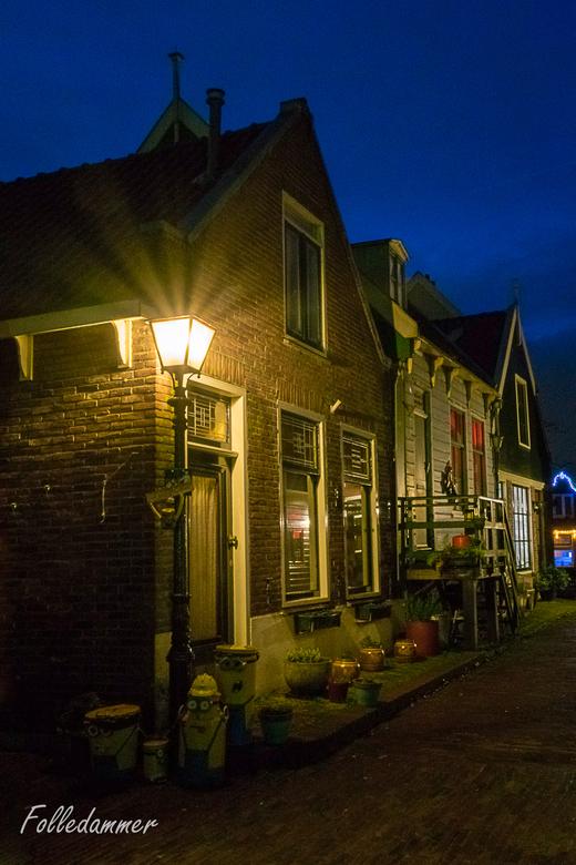 Het Doolhof, Volendam by night - Een foto van het kleine, echt historische gedeelte van Volendam. Dit gedeelte ligt net achter de dijk, in de buurt va