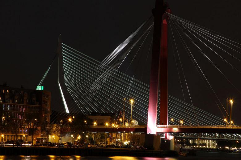 Rotterdam bruggen bij nacht - Erasmusbrug en Willemsbrug samen in avondlicht