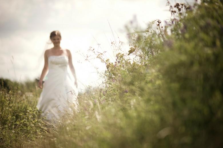 """De mooiste dag - Nog eentje <img  src=""""/images/smileys/smile-big.png""""/><br /> <br /> Meer foto&#039;s van deze en meer bruiloften:<br /> www.gewoon"""
