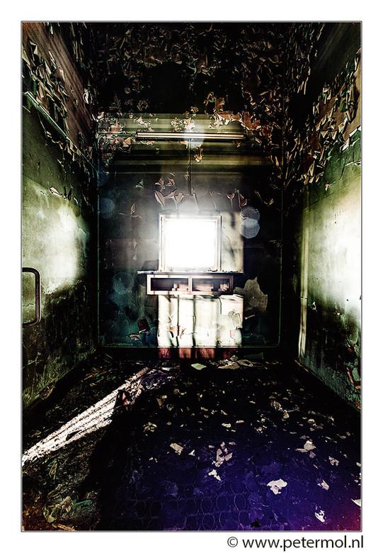 Montzen gare 2 - En van de vele verlaten ruimten waar veel zooi was gedumpt. Oppassen ook voor chemisch afval. Daar denk je pas later aan.<br /> <br