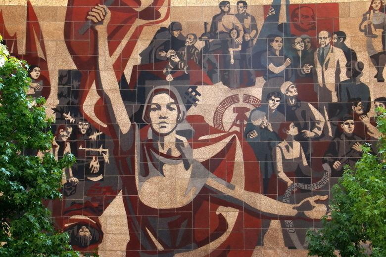 DDR-muurschildering Dresden - In Dresden kom je uitersten tegen. Van modern tot DDR-klassiek