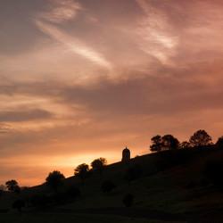 abdij tegen ondergaande zon