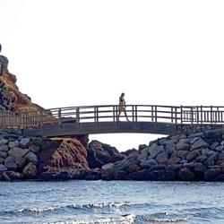 Vrouw op de brug
