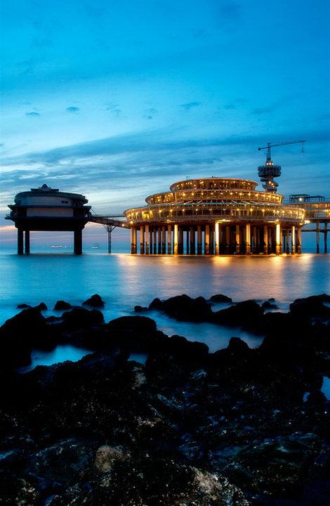Scheveningen_001 - Avondimpressie van de pier in Scheveningen.
