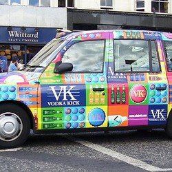 Schotse gekleurde taxi