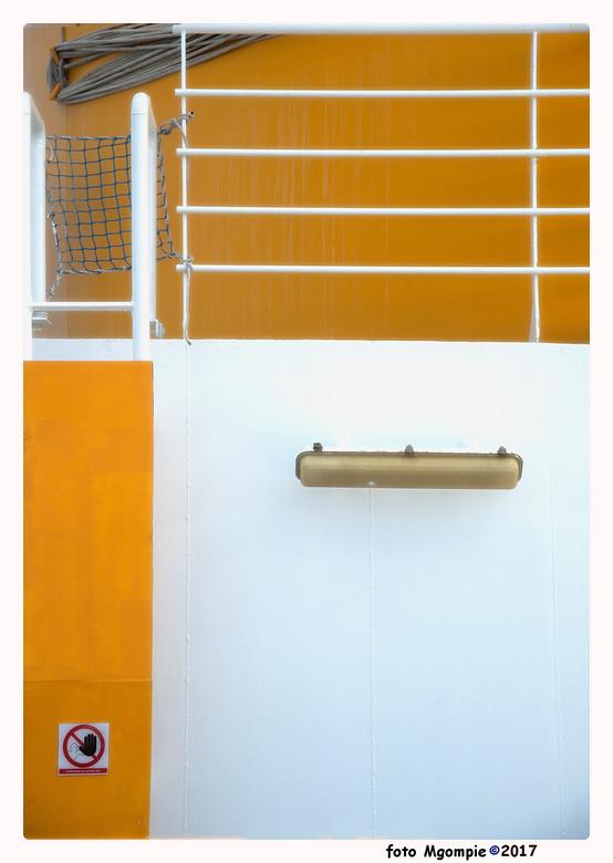 """Cruise-3 - Stukje abstracte cruise.<br /> <br /> Bedankt voor de reactie op <a href=""""http://zoom.nl/foto/overig/waterflow.2874450.html?object=user&a"""