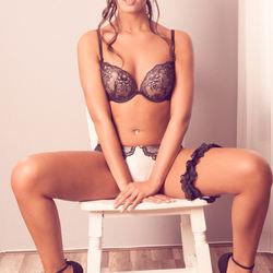 Model : Charelle