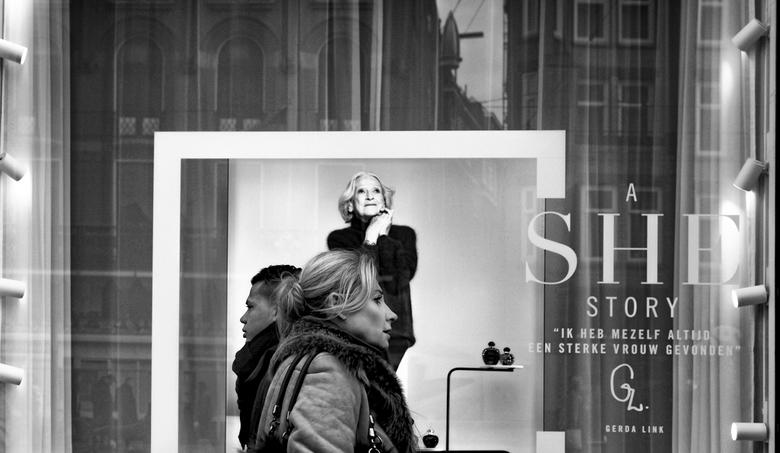 Een sterke vrouw - Deze foto heb ik gemaakt voor de etalage van de Bijenkorf in Amsterdam