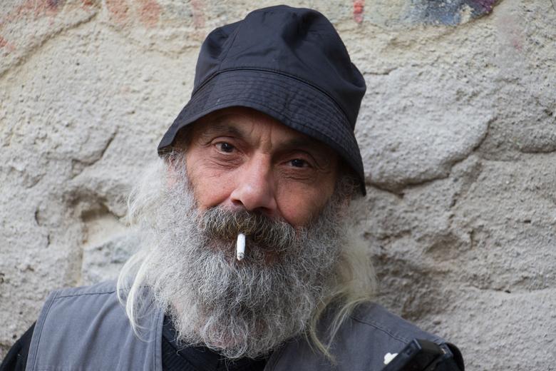 Deze roker.... - ... is pas 30 jaar. Of toch niet?