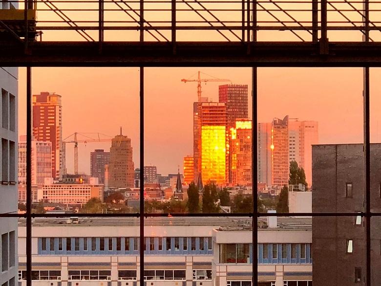 Pure gold city - Was zo verrast door dit schitterend licht op de stad. iPhone opname, had graag m'n DSLR camera bij me gehad voor meer scherpte en dyn