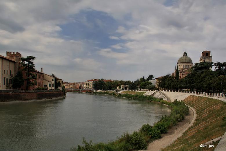 Italie 7 - Verona: Ook zo'n geweldige mooie stad met heel veel kunst, cultuur en prachtige historische gebouwen. In Verona staat ook 'n schi