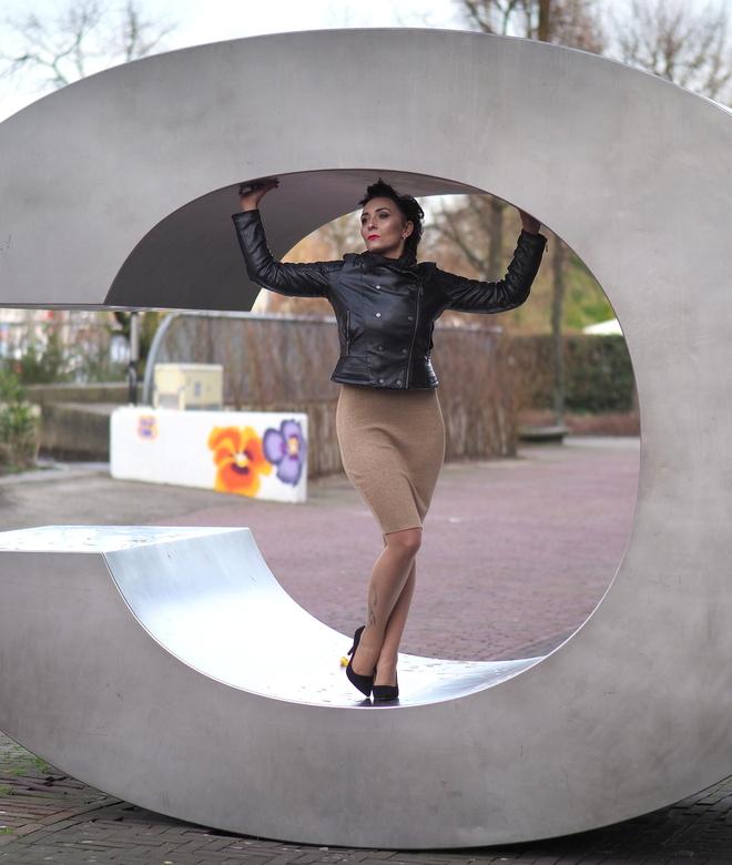 Kamila - Van de  week een erg leuke  fotoshoot gemaakt  met  Kamila ,en door Hoofddorp heen ...hier  in de C van het  Cultuurcentrum .