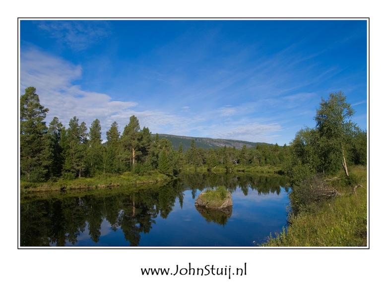 Ljusnan rivier - De Zweedse Ljusnan rivier kent vele gezichten. In 440km stroomt hij van de bergen in Härjedalen naar de Botnische golf. Op vele plaat