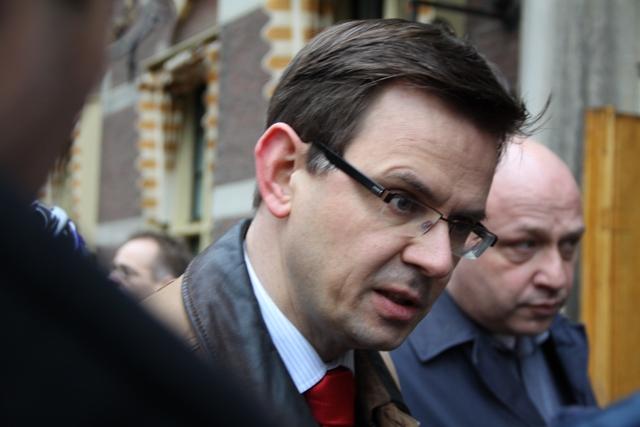 Emotie  - Minister Rouvoet voor aanvang van de ministerraad vrijdag 19 februari. Zijn gezicht spreekt.