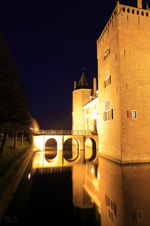 Kasteel Assumburg - Slot Assumburg is een kasteel in het oosten van Heemskerk. Het dateert waarschijnlijk oorspronkelijk uit de 13e eeuw, maar werd in