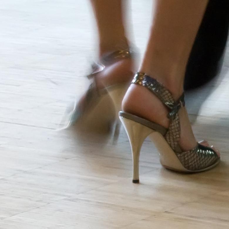 dansende voeten - voetenwerk van tangodansers