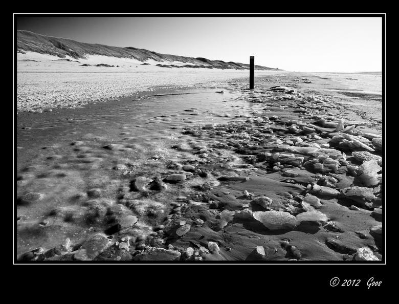 Rondje Kerf 6 - IJsbrokken en sneeuw op het strand.