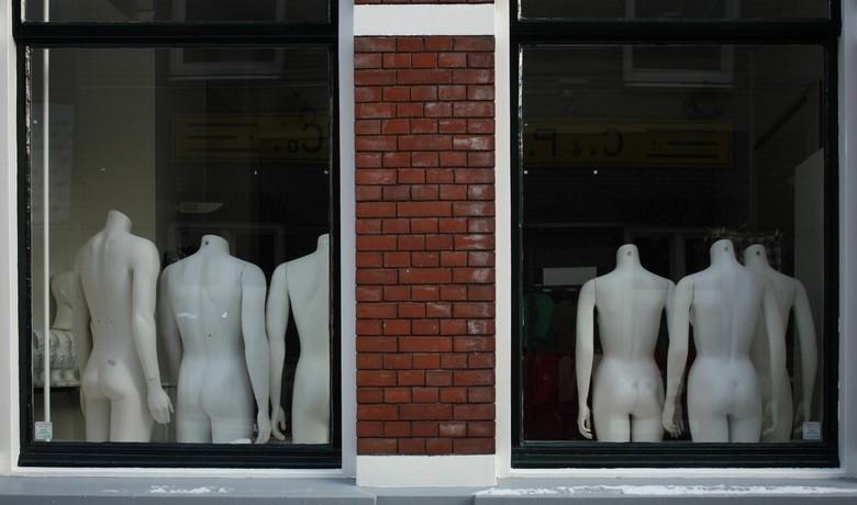 etalage - Hier is nog sprake van een duidelijke scheiding tussen mannen en vrouwen