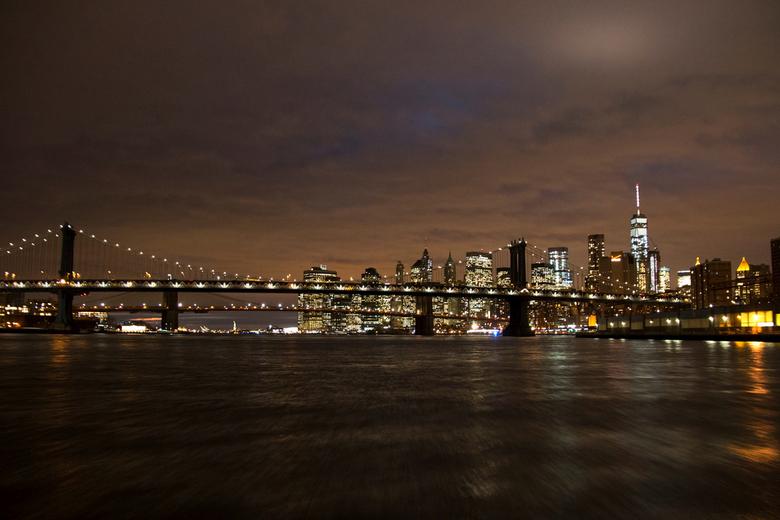 Manhattan and Brooklyn Bridge - Een boottocht voerde ons vlak voor, tijdens en na zonsondergang om heel Manhattan, New York, heen. Vanaf het voordek l