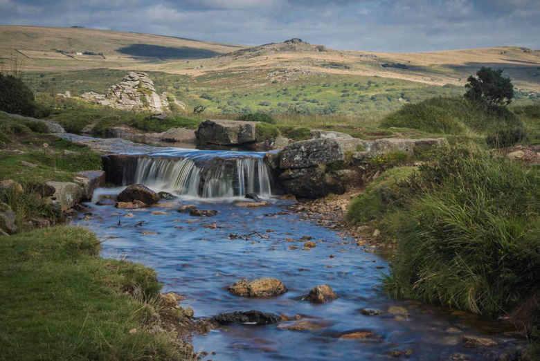 Dartmoor - Waterval in de grimstone & sortridge leat, Dartmoor, Devon. Engeland.