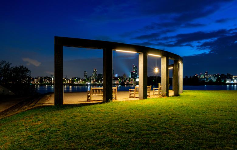 uitzichtpunt Rotterdam - uitzichtpunt in de Esch, in Rotterdam<br /> <br /> op de achtergrond de skyline van Rotterdam