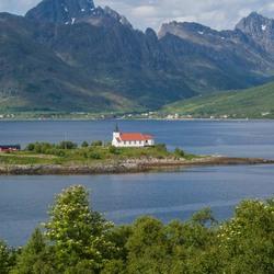 Noorwegen Noordkaap kerkje in meer