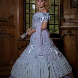 Renata in a klassieke jurk