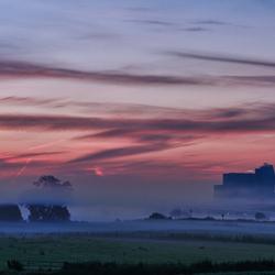 Zwolsche skyline in ochtendmist