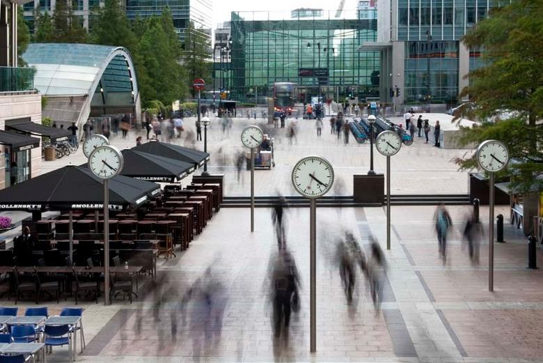 Tik tak tik tak.... - Dit is een foto uit een serie die ik in Londen heb gemaakt. De stad Londen is altijd in beweging en altijd druk. Ik wilde dit me