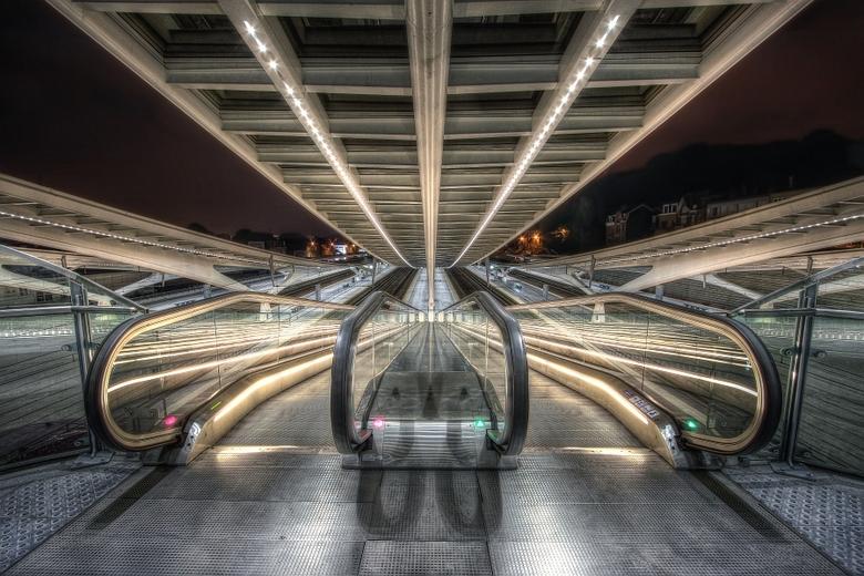 Escaliers enluminés - Guillemins Liège Station , nachtHDR