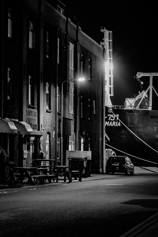 little bar at the harbor-1 - There in that little cafe in the heaven...<br /> Een stilleven in IJmuiden waar tussen het werk door de mensen gelijk zi