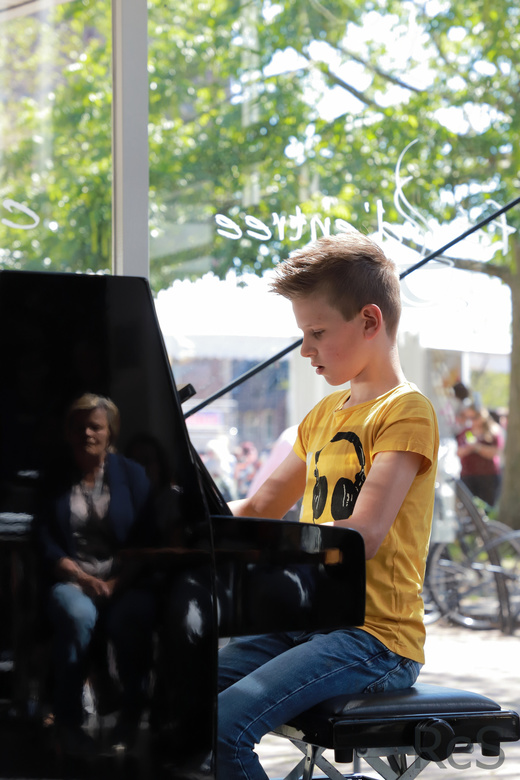 Jonge concertpianist - Portret van een jonge concertpianist. Wat een genot om naar Tom den Broecke te luisteren bij Beverwijk uit de Kunst.<br /> <br