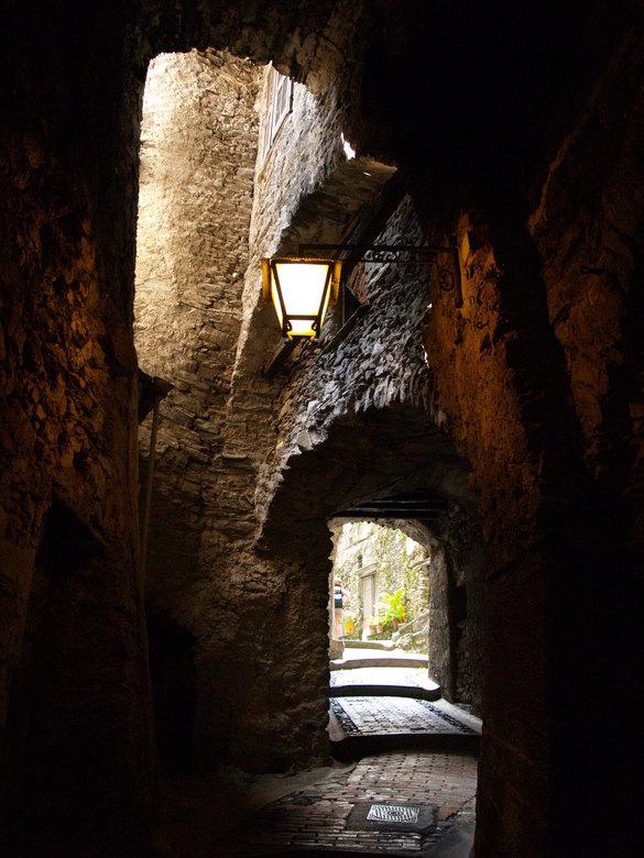 Heksendorp Triora - Steegje in het heksendorp Triora in Liguria in (Italië)