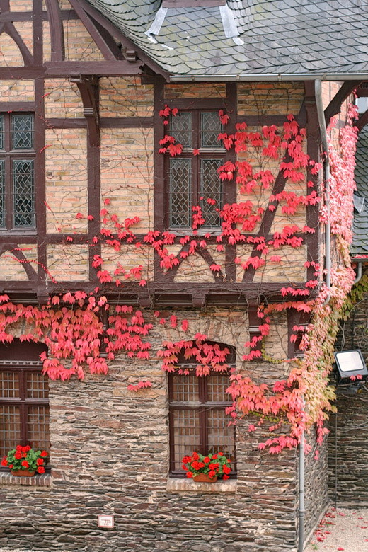 Cochem langs de Moezel. - Binnenplaats va kasteel Reichburg in Cochem langs  de rivier de moezel Duitsland.<br /> <br /> 14  oktober 2016.<br /> Gr