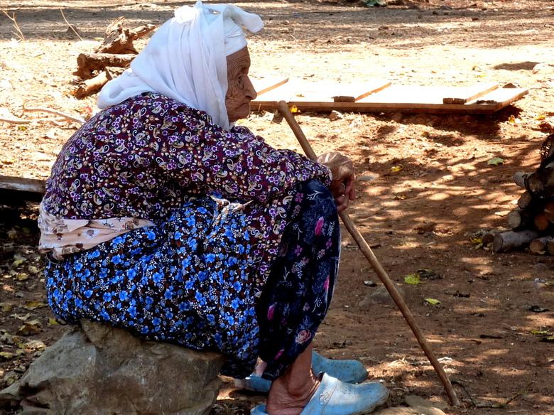 oud turks vrouwtje. - deze oude vrouw kwamen we tegen op onze vakantie in de bergen van turkije.<br /> volgens zeggen was ze 106 jaar oud,<br /> lee