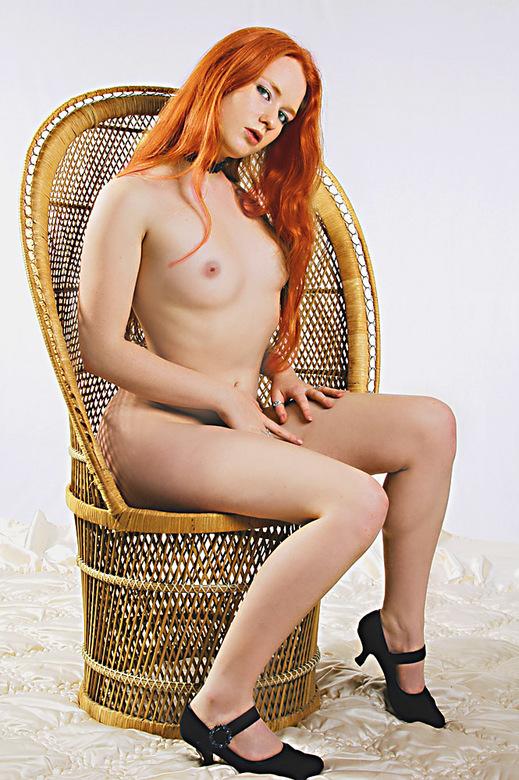 Zaza in stoel - Deze foto is al een tijd geleden gemaakt maar opnieuw bewerkt.<br /> Ben benieuwd wat jullie hiervan vinden.<br /> <br /> Groeten,