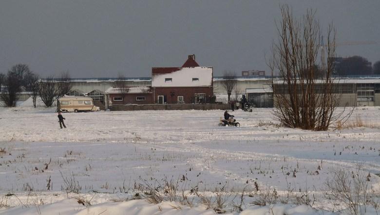 P1190496.JPG   Westlands  Sneeuwracen  met Quads   15 jan 2012  - Hallo Zoomers , GROOT kijken en weer even lezen . Tijdens de  wandeling op 15 jan  J