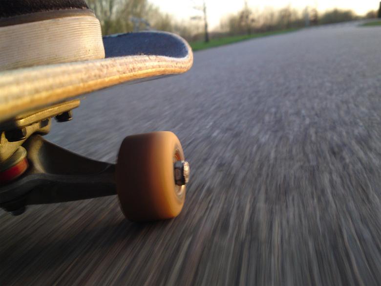 """Skateboarden - Mijn twee hobby&#039;s tegelijkertijd:<br /> Skateboarden en fotograferen.<br /> Wel erg moeilijk om dat tegelijk te doen <img  src="""""""