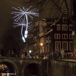 Lightshow Amsterdam vanuit de rondvaartboot vastgelegd