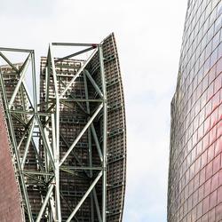 Toren naast Guggenheim in Bilbao