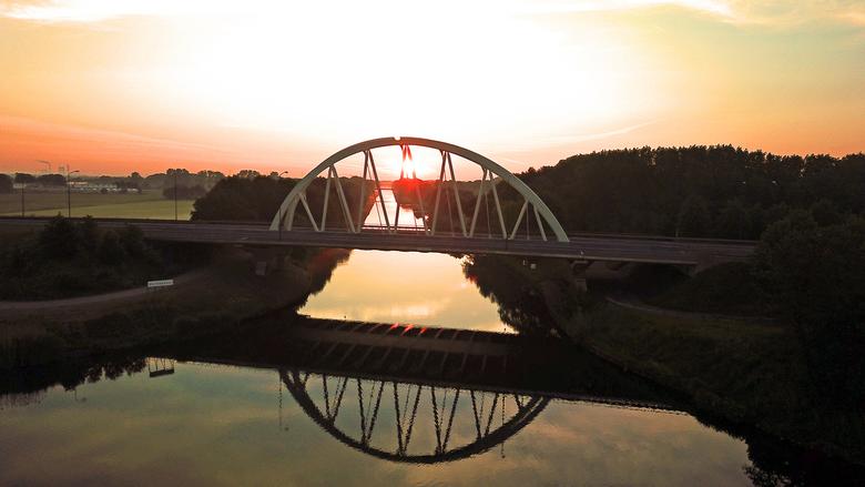 zon opkomst  - zonopkomst met drone geschoten