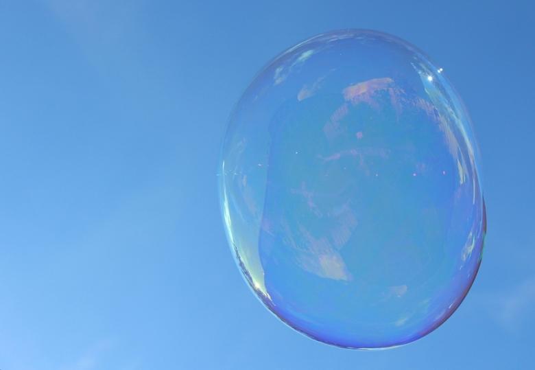 Bubbles in the sky - Prachtig hoeveel kleuren een luchtbel kan geven. Less is more!