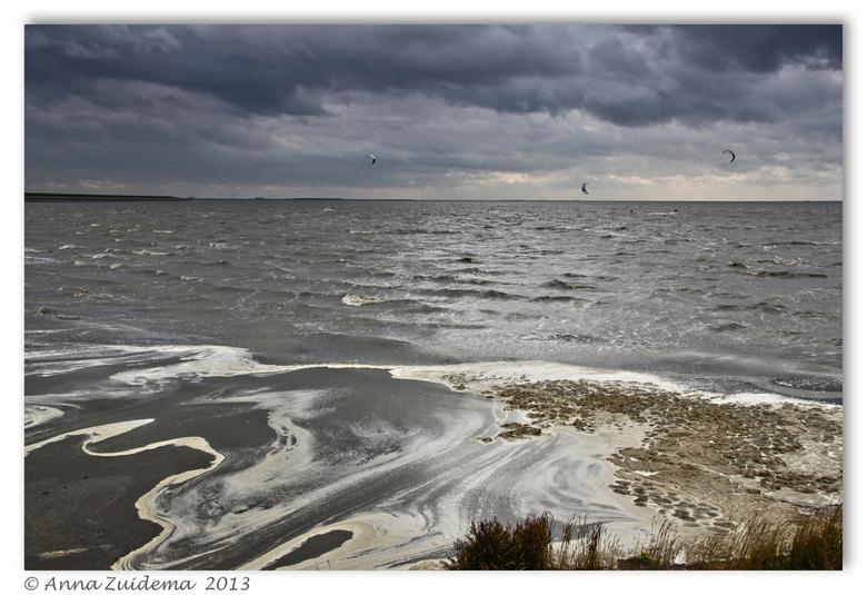 Onstuimig Wad - Bij Harlingen, Genieten van de harde wind en het woeste water.