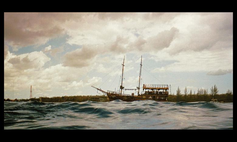 Nostalgie ? - Tijdens het duiken in Mexico, waande ik mij nog even terug in de tijd, toen ik opdook en dit schip langs zag komen.